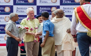 Bill Clinton is being welcomed by a child in a school in Jaipur, Rajasthan. Photo credit: Clinton Foundation/ Barbara Kinney