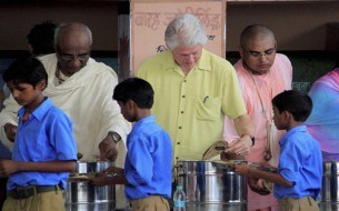 Clinton serves mid-day meals to the children. Photo credit: Clinton Foundation/ Barbara Kinney