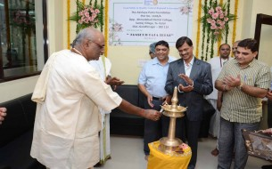 Chairman, Akshaya Patra, Madhu Pandit Dasa lighting the lamp
