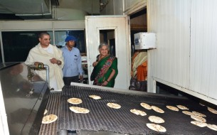 Sudha Murthy inspecting the operations at the Jaipur kitchen